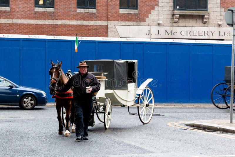 Triumfvagnar på det Guinness magasinet, bryggerierfarenheten som berättar sagan av berömt öl för Irland ` s på porten för St Jame royaltyfria bilder