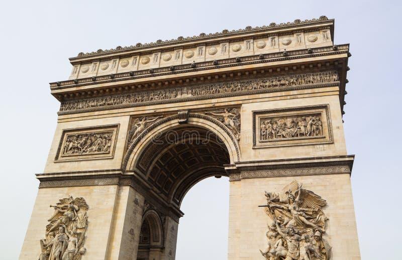 Triumphbogen Arc de Triomphe, Champs-Elysees in Paris Frankreich April 2019 lizenzfreie stockbilder