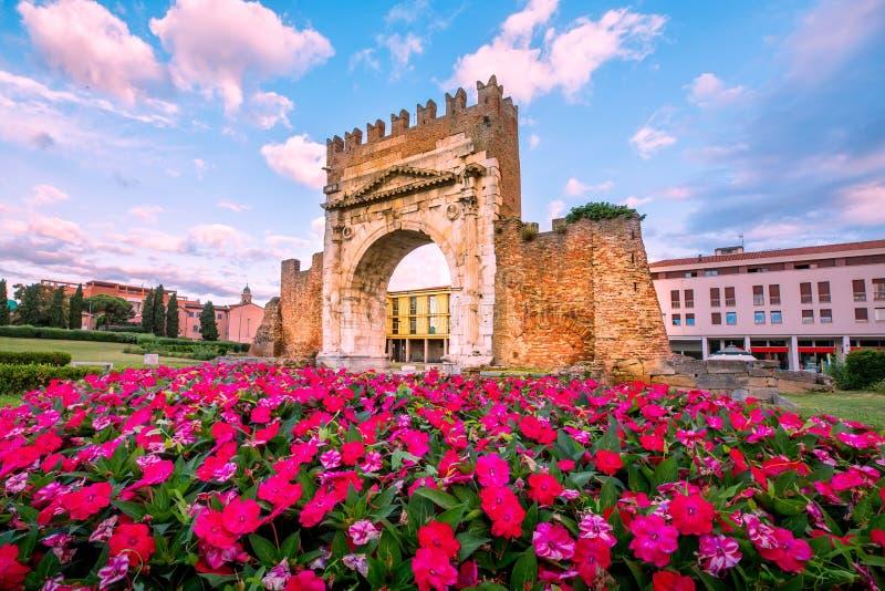 Triumphbogen in Rimini lizenzfreies stockbild