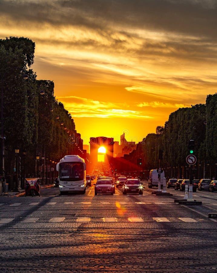 Triumphbogen-Sonnenuntergang lizenzfreie stockfotografie