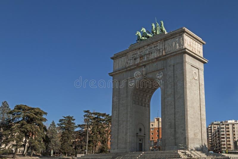 Triumphbogen von Madrid lizenzfreie stockbilder