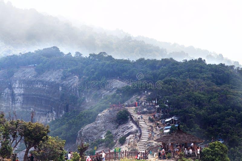 Trivalling alrededor de la montaña de Tangkuban Perahu en Bandung, Indonesia fotografía de archivo libre de regalías