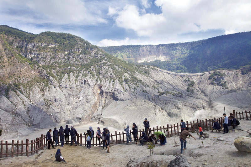 Trivalling wokoło góry Tangkuban Perahu w Bandung, Indonezja obrazy royalty free