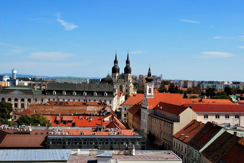 Trnava历史中心全景视图与圣徒尼古拉斯教会的 库存图片