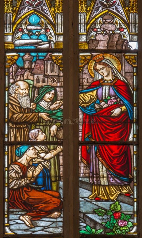 Trnava - święty królowej st Elizabeth od Węgry na windowpane formie 19 cent w St Nicholas kościół obrazy stock