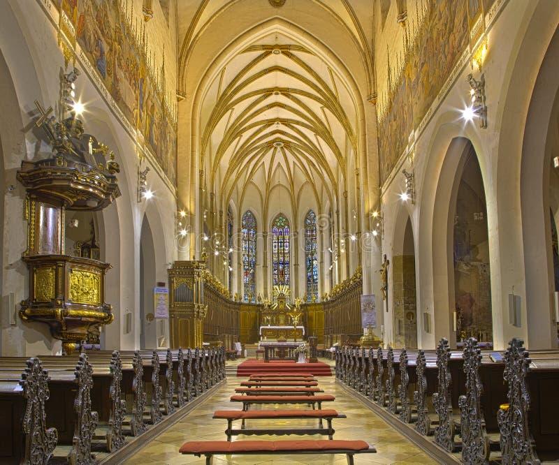 Trnava -哥特式圣尼古拉斯教会的教堂中殿 免版税库存图片