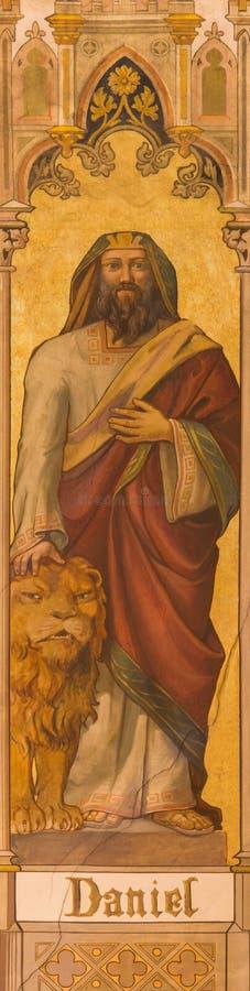 Trnava - de neogotische fresko van helderziende Daniel door Leopold Bruckner (1905 - 1906) in Sinterklaas-kerk stock foto