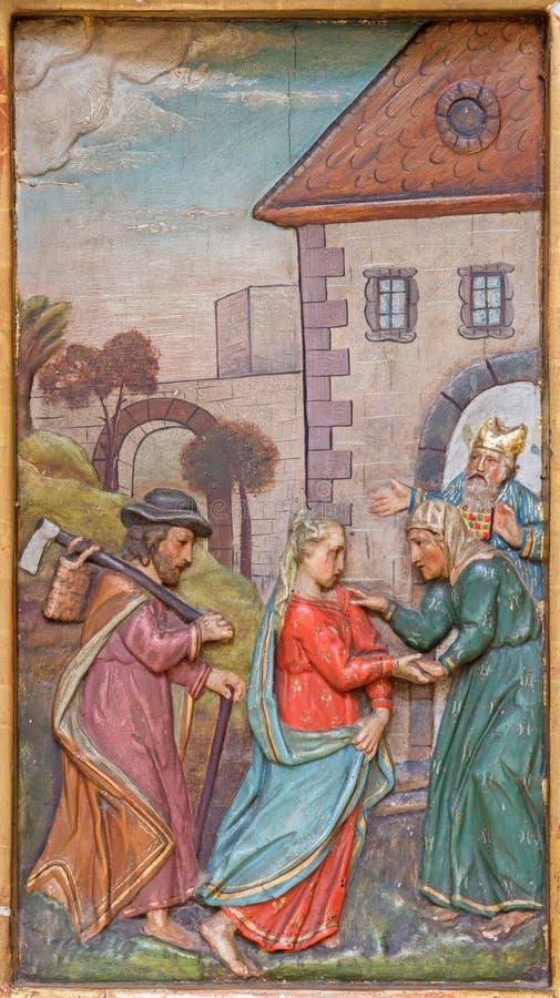 Trnava - der Visitation von Mary zu Elizabeth schnitzte Entlastung vom Seitenaltar in der Jesuitkirche von 19 cent stock abbildung