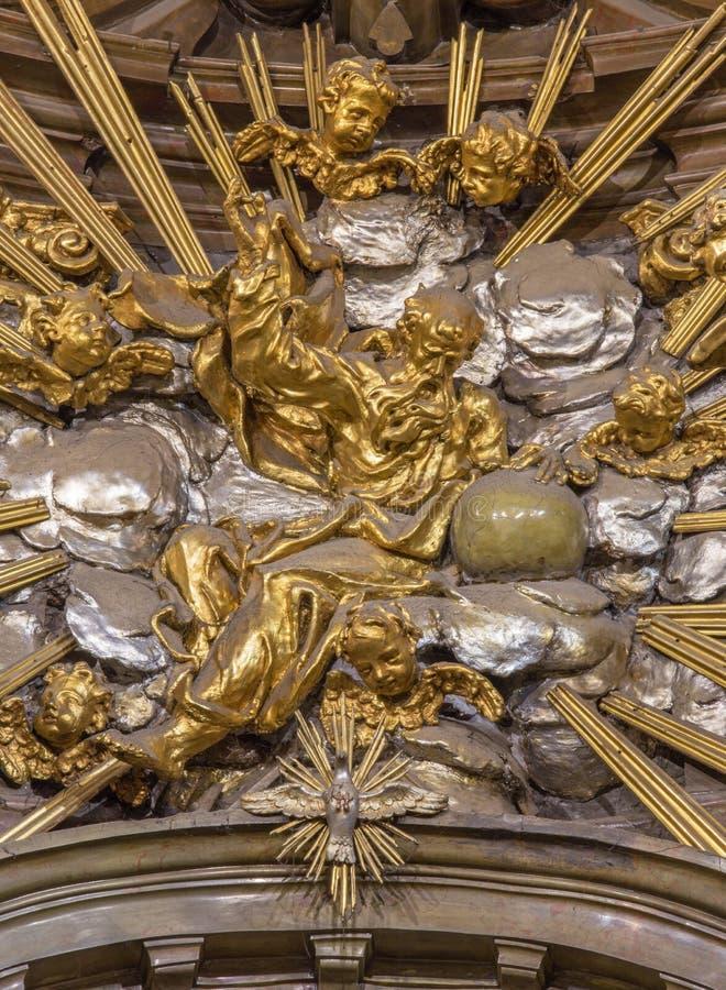 Trnava - la sculpture de Dieu le père de l'autel dans la chapelle de Vierge Marie dans l'église de Saint-Nicolas image libre de droits