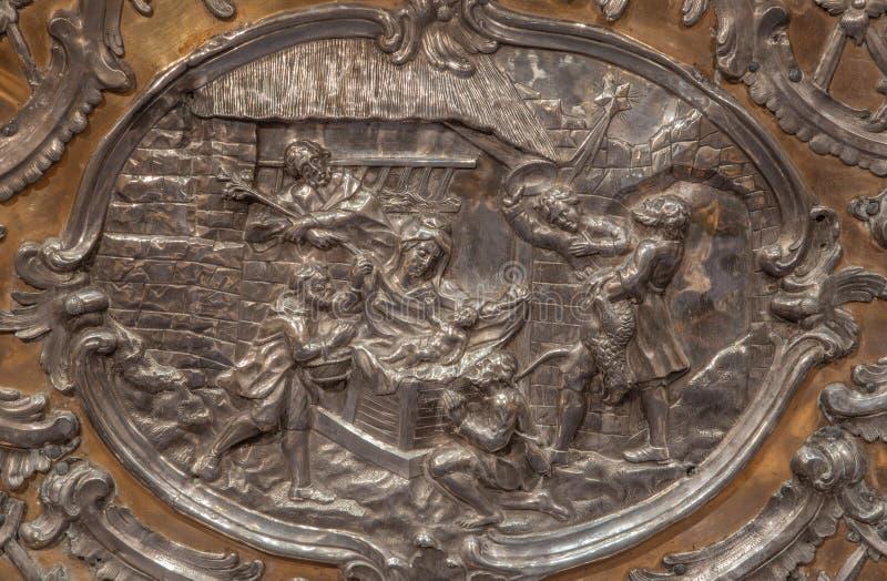 Trnava - le soulagement en métal de la nativité sur l'autel dans la chapelle de Vierge Marie photos libres de droits