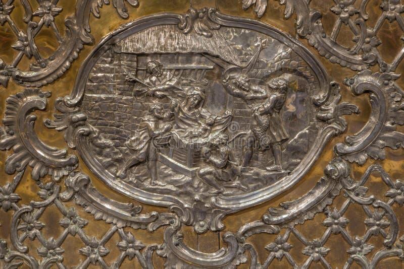 Trnava - le soulagement en métal de la nativité sur l'autel dans Vierge Marie photo libre de droits