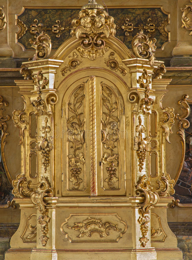Trnava - Tabernacla στο δευτερεύοντα βωμό του ST Joseph στην εκκλησία Jesuits από 19 σεντ στοκ εικόνα