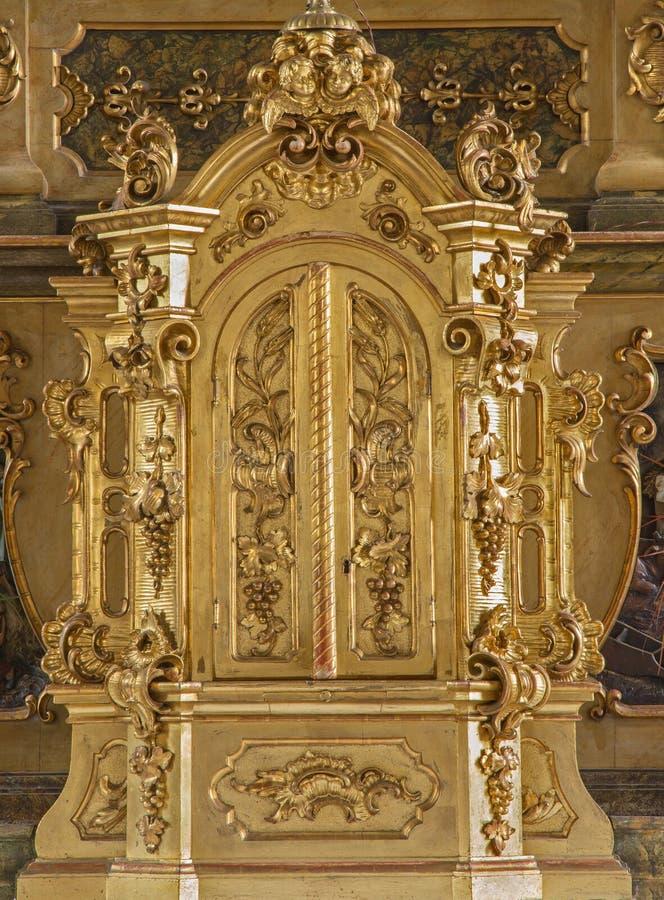 Trnava - Tabernacla op het zijaltaar van st Joseph in Jezuïetenkerk van 19 cent stock afbeelding