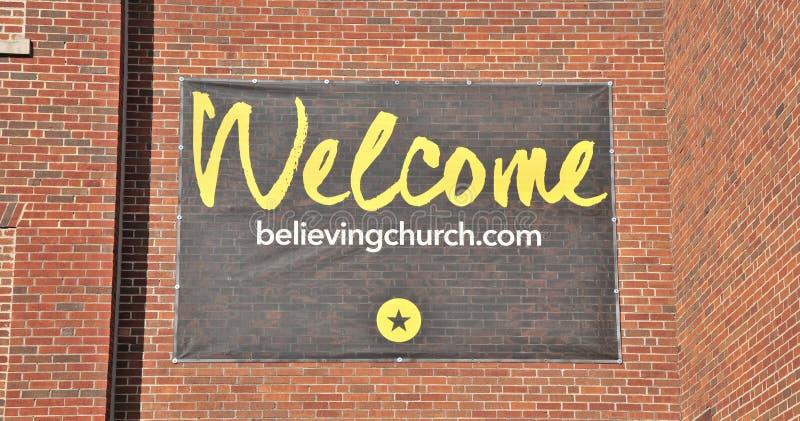Tro det kyrkliga välkomna tecknet Memphis, TN fotografering för bildbyråer