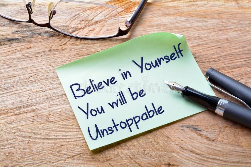 Tro i dig som du ska vara omöjlig att stanna royaltyfri bild