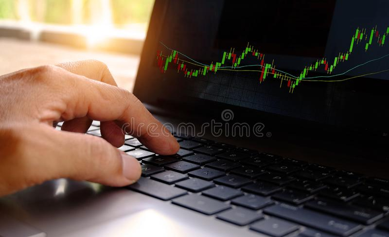 Troca em linha no mercado de valores de ação foto de stock royalty free