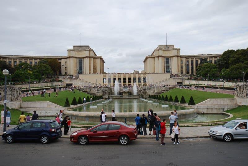 Trocadéro, torre Eiffel, hotel Eiffel Seine, Paris, carro, veículo de terra, veículo, veículo luxuoso fotos de stock