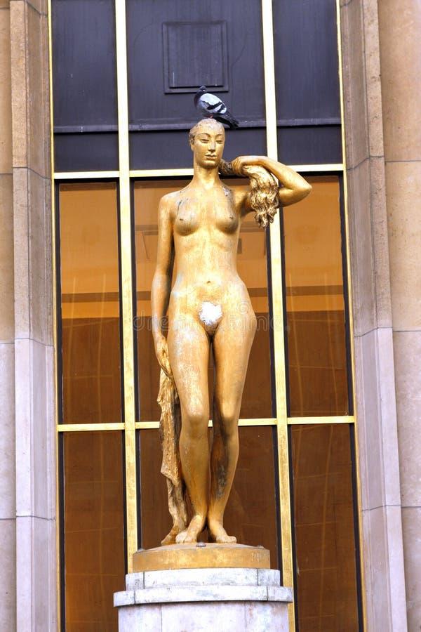 Trocadero -金妇女雕象-巴黎 库存照片