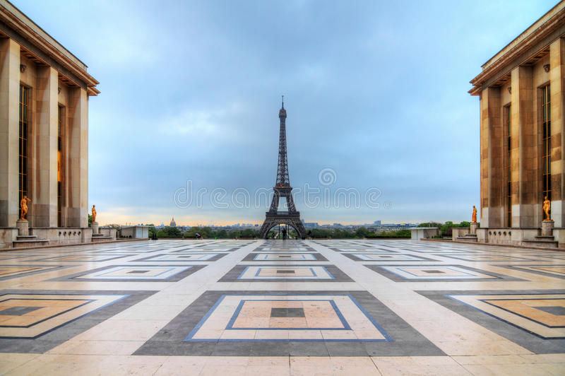 Trocadero Eiffel nuvoloso fotografia stock
