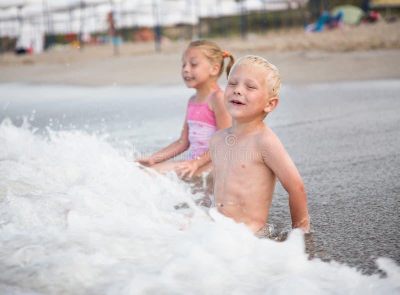 trochę chłopiec plażowa dziewczyna fotografia royalty free