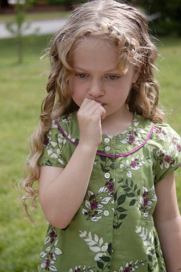trochę zaniepokojona dziewczyna obraz royalty free