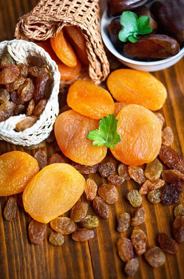 Trockene Aprikosen und verschiedene trockene Früchte stockfoto