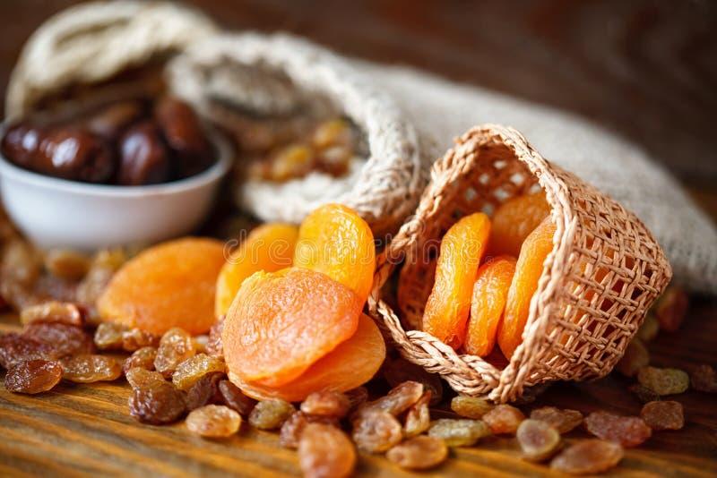 Trockene Aprikosen und verschiedene trockene Frucht lizenzfreie stockfotografie