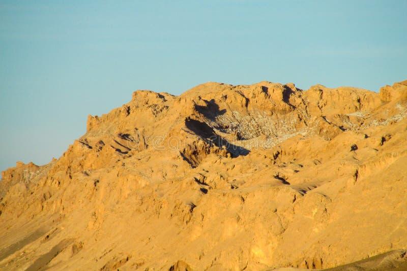 Trockene Berge Atacama-Wüste bei Sonnenuntergang lizenzfreie stockfotos