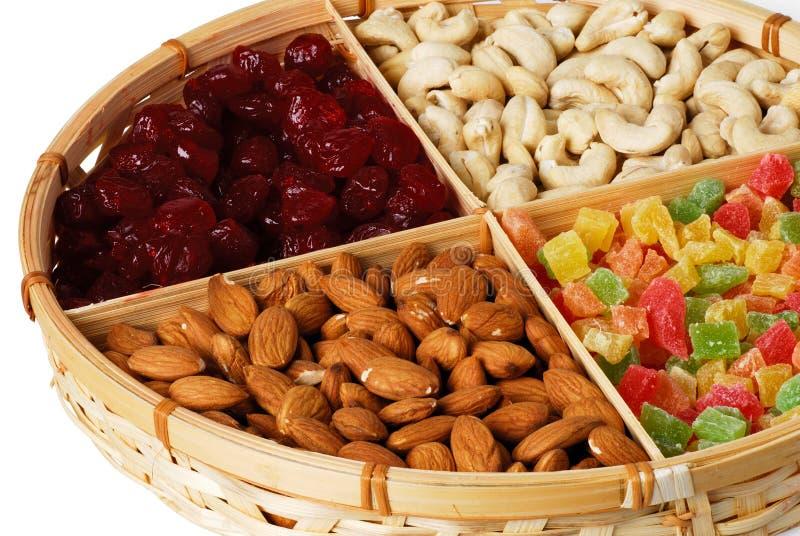 Trockene Früchte und Muttern stockbilder