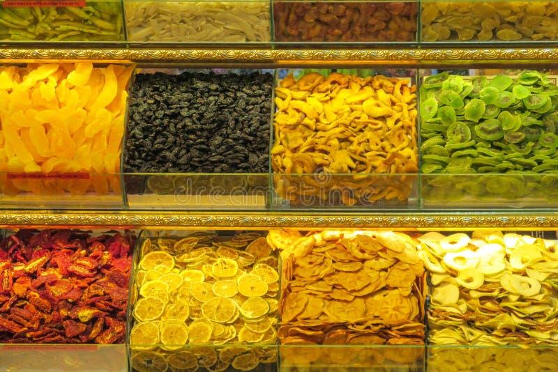 Trockene Früchte und Nüsse mischen verkauft am Markt stockfotografie