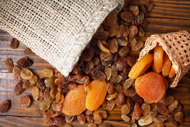 Trockene Früchte von Trauben und von Aprikosen stockfoto