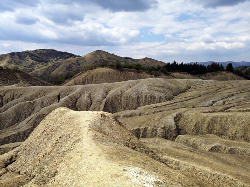Trockene Landschaft an den Schlamm-Vulkanen lizenzfreies stockbild