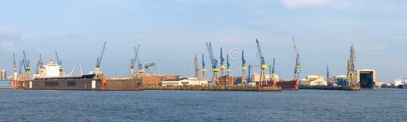 Trockenen Docks im Hamburg-Hafen lizenzfreie stockbilder