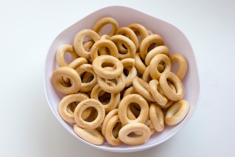 Trockener Brotring, sooshka, kleiner ringförmiger Cracker stockfotos