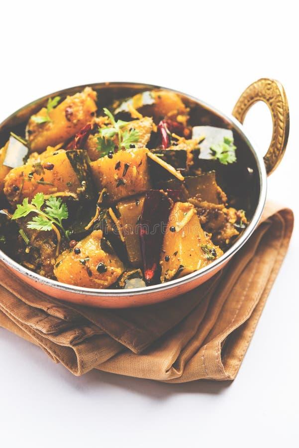 Trockener Curry populären indischen Hauptgericht Gemüsekürbises oder kaddooor kaddu ki sabzi in Hindi, lal bhopla Chi bhaji im Ma lizenzfreie stockbilder