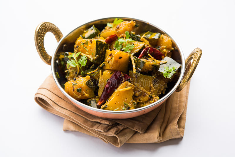 Trockener Curry populären indischen Hauptgericht Gemüsekürbises oder kaddooor kaddu ki sabzi in Hindi, lal bhopla Chi bhaji im Ma lizenzfreies stockbild