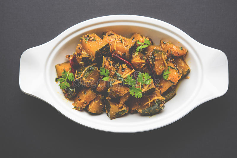 Trockener Curry populären indischen Hauptgericht Gemüsekürbises oder kaddooor kaddu ki sabzi in Hindi, lal bhopla Chi bhaji im Ma lizenzfreies stockfoto
