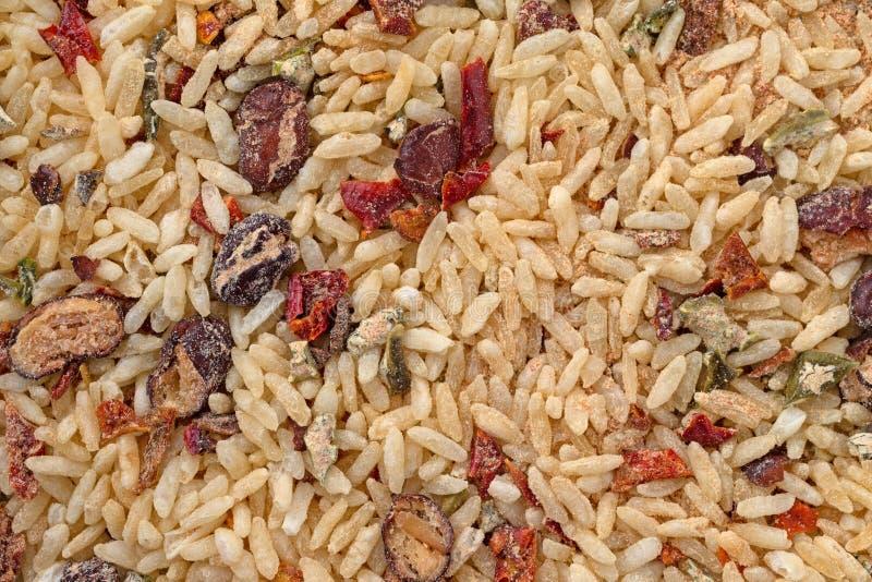 Trockener mexikanischer Reis und Bohnen mischen nahe Ansicht stockfotos