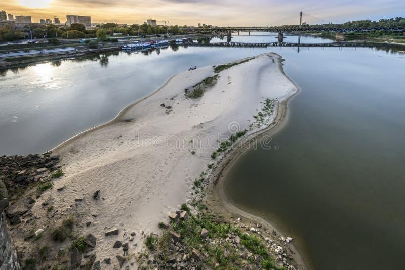 Trockener Vistula-Fluss in Warschau, Polen lizenzfreie stockfotografie