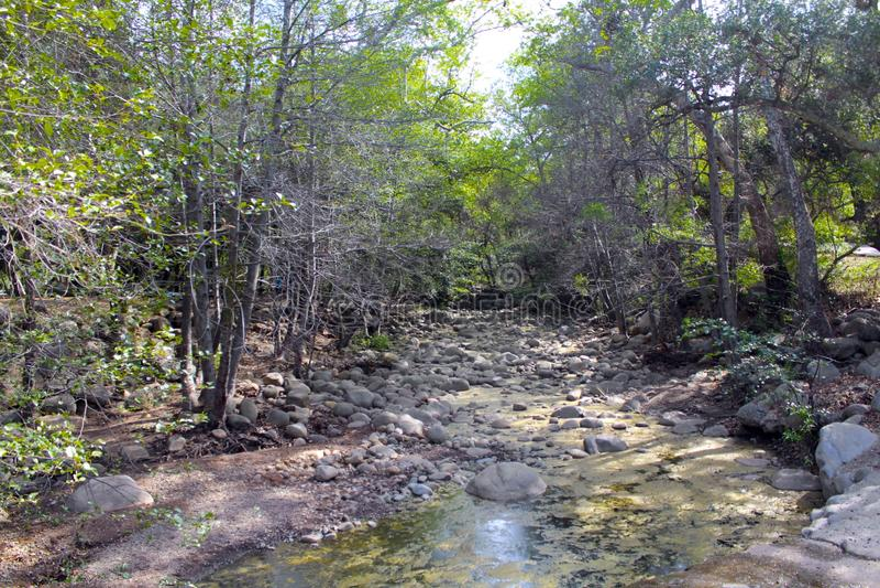 Trockenes Flussbett See Casitas lizenzfreie stockfotografie