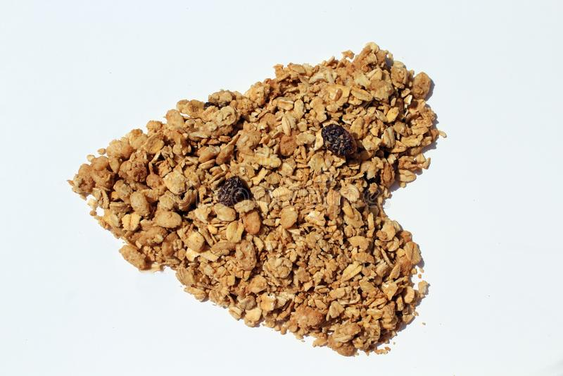 Trockenes Granola u. Rosinen in Form eines Herzens lizenzfreie stockbilder