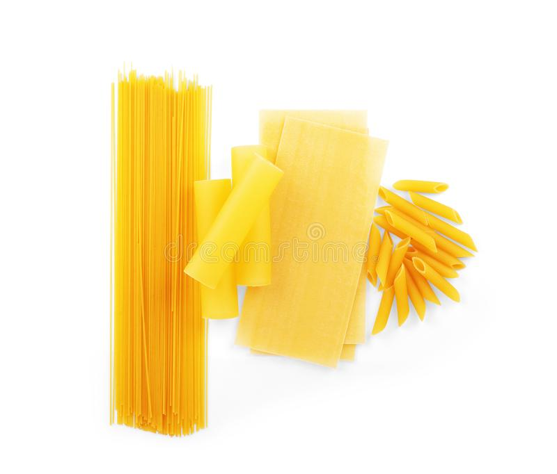 Trockenes Makkaroni in den verschiedenen Formen, Teigwaren, Lasagne, farfalle, Spaghettis, rigatoni, penne lokalisiert auf Hinter lizenzfreies stockbild