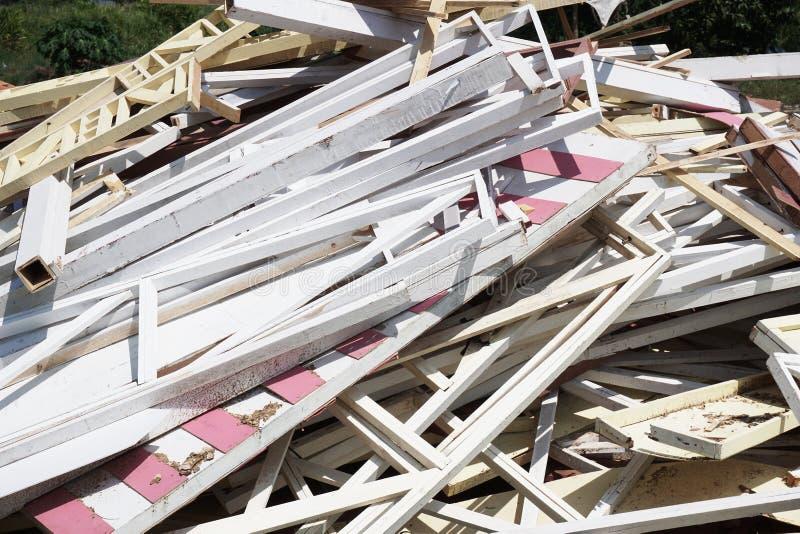 Trockenes Sperrholz aus den Grund lizenzfreie stockfotografie