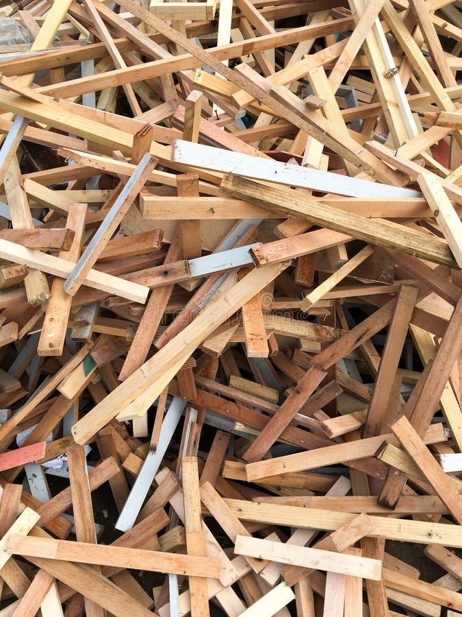 Trockenes Sperrholz aus den Grund stockfoto