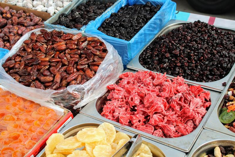 Trockenfr?chte und Blume im Markt lizenzfreies stockbild