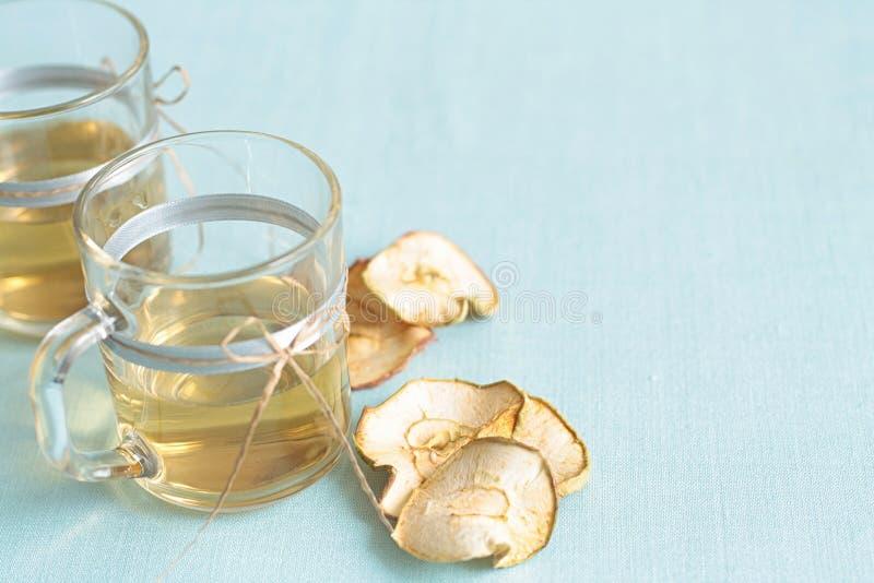 Trockenfrüchtekompott Glasschalen mit einem Getränk von den Trockenfrüchten, lizenzfreies stockfoto