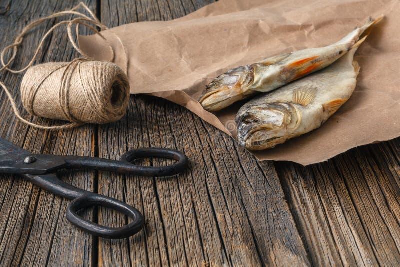Trocknen Sie absolut salzige Fische - Imbiß zum Bier stockbild