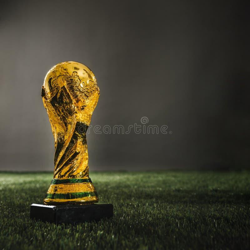 Trofé 2018 för guld- kopp för fotboll royaltyfria foton