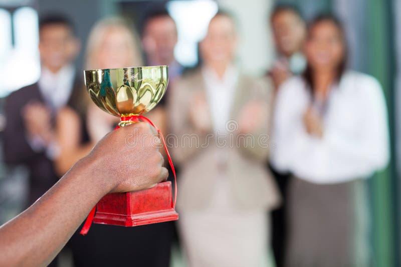 Troféu de vencimento da equipe imagens de stock royalty free