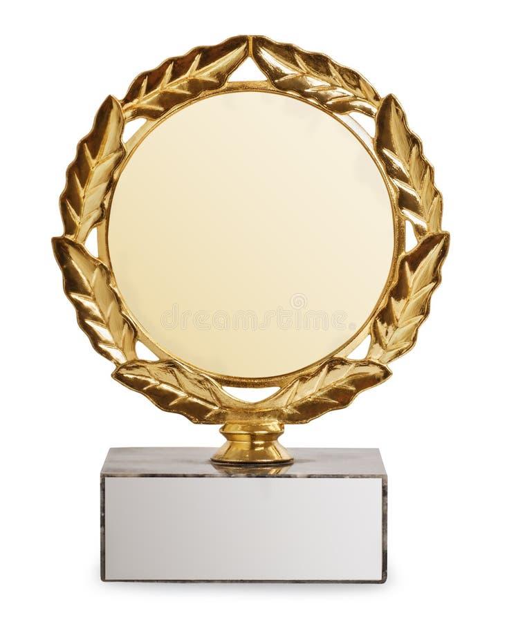 Troféu do ouro isolado no fundo branco imagens de stock royalty free